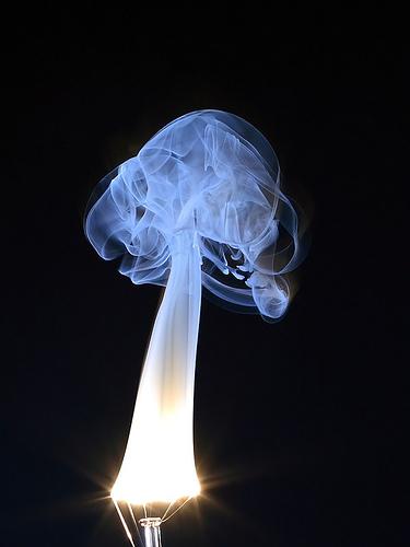 Lamont Hardy 拍�z的 White Tungsten。