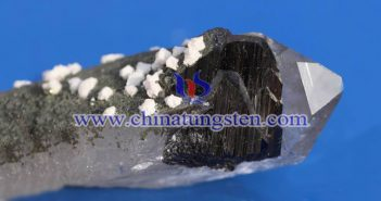 tungsten ore picture