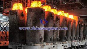 钢铁高炉图片