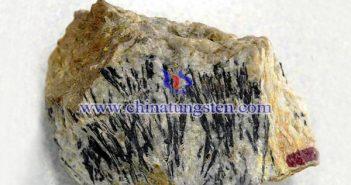 铜钨矿图片