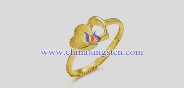 钨合金镀金心形戒指图片
