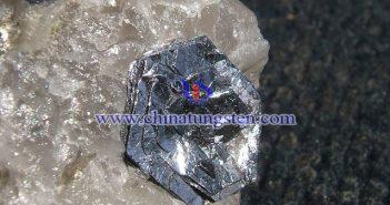钼矿石图片